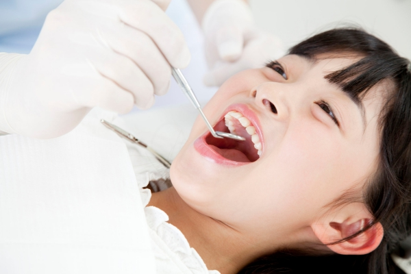 39903421 - girls subjected to dental treatment